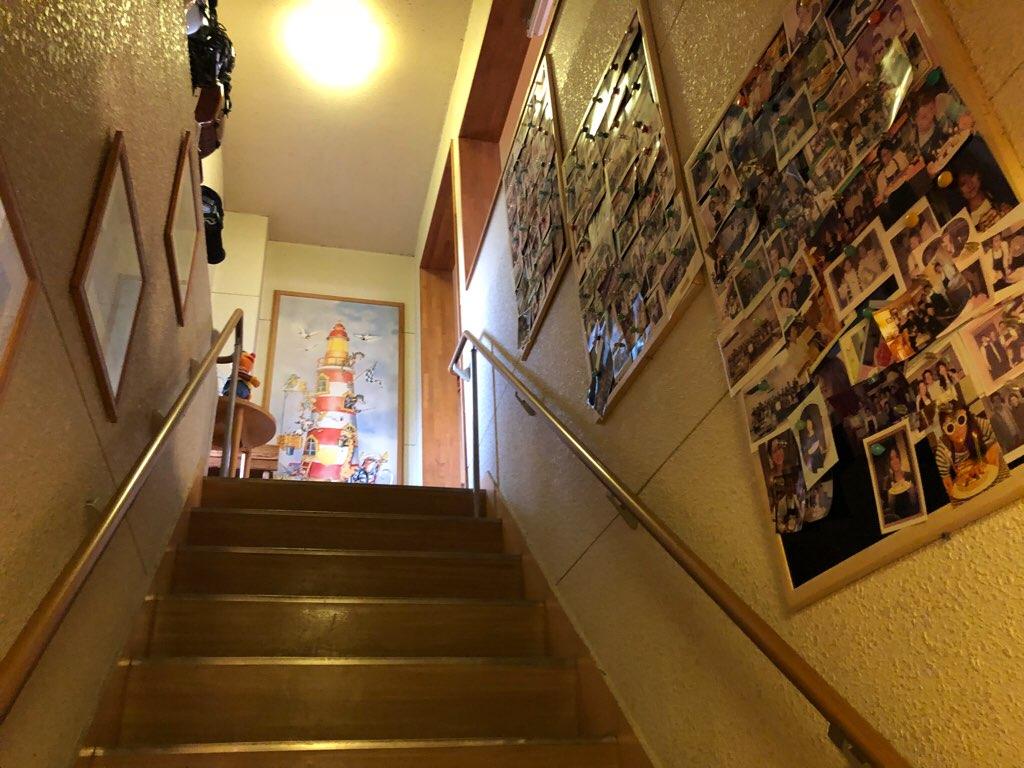 入り口から見た階段