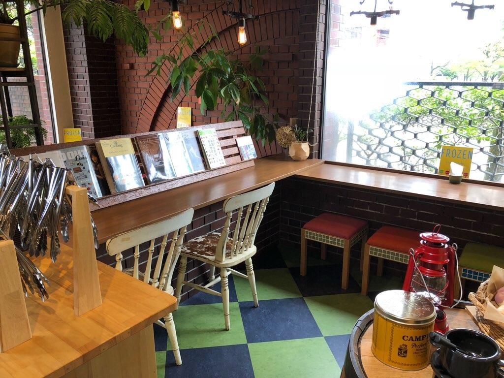 「とべーぐる」飲食スペース(カウンター席)