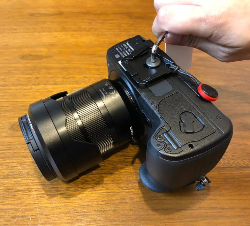 スタンダードプレートをカメラボディへ装着