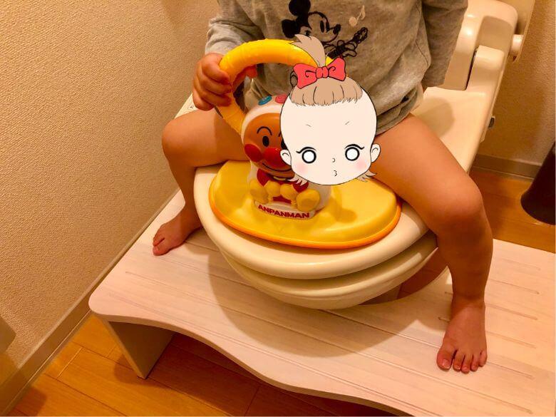 「トイレ用踏み台【NICKO-ニコ-】」を2歳の長女が使用した時の画像