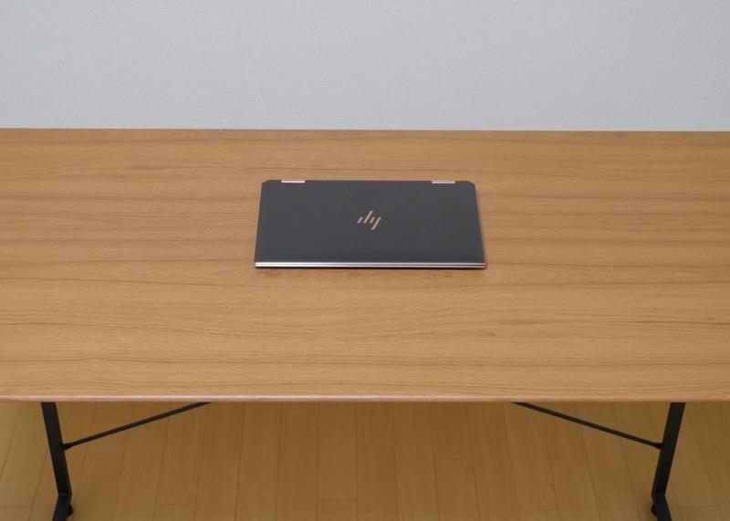 ワークデスク SMART【BE-1201】-13インチノートPCを置いた写真