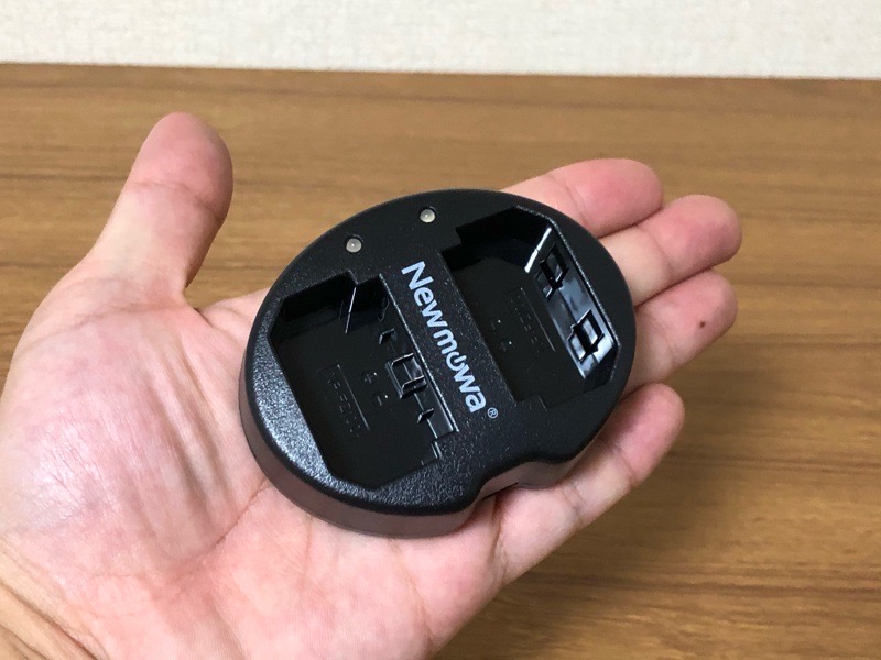 「Newmowa製 SONY α7Ⅲ 互換急速充電器『デュアルチャネル バッテリーチャージャー』」-軽い