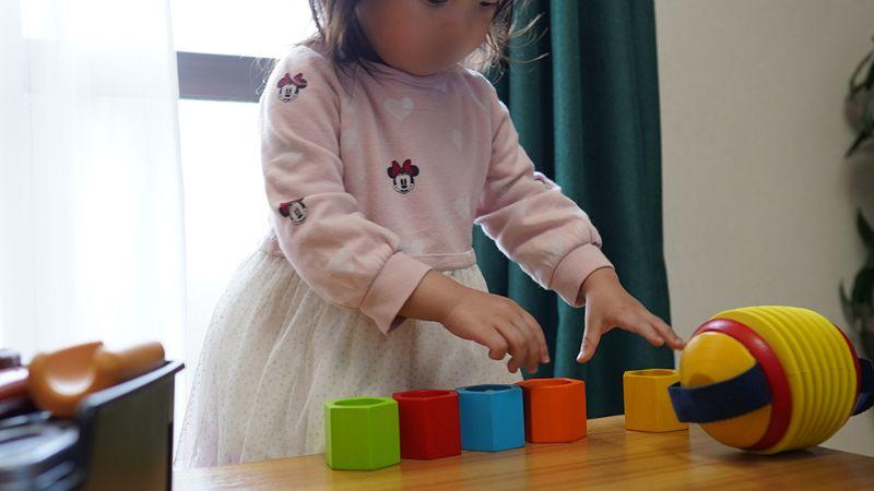 1ヶ月後も知育玩具で遊ぶ長女2