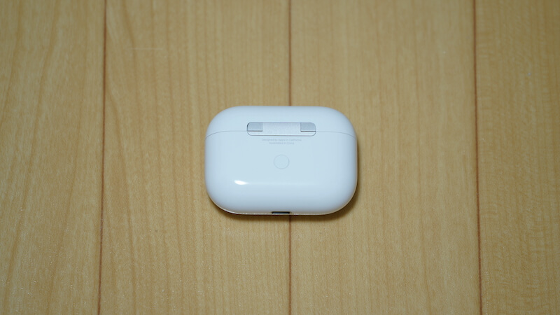 AirPods Pro充電ケース裏側のボタン