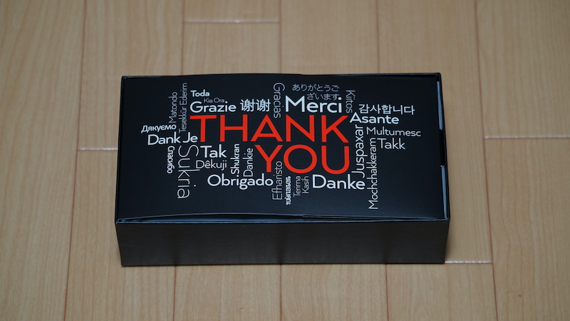 Satechiトリオワイヤレス充電パット内箱の「ありがとう」プリント