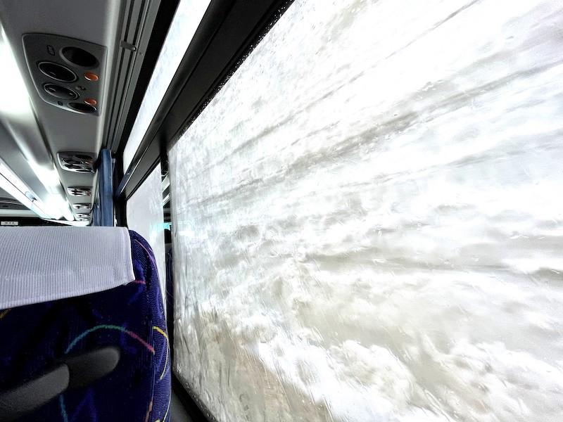 雪の壁がほぼゼロ距離で楽しめる